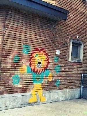 La murale du lion d'Allion Elementary School