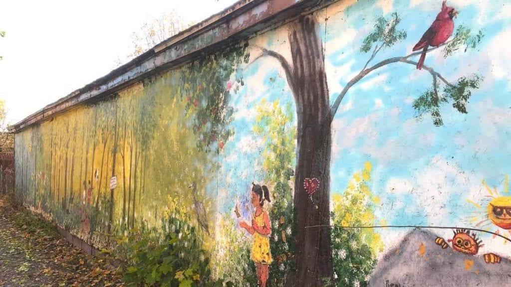La murale cachée de la ruelle