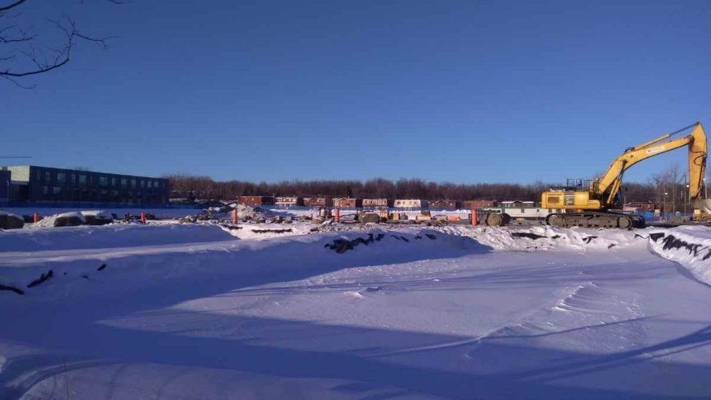 Le chantier de la future école scondaire de LaSalle entre le CEGEP et la nouvelle école primaire