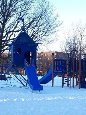 Modules de jeux pour les enfants du parc Angrignon