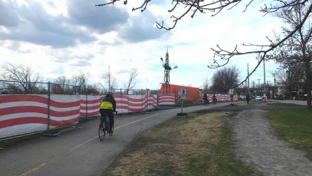 Piste et sentier piéton autour du chantier des travaux collecteur Alepin (19 avril 2021)
