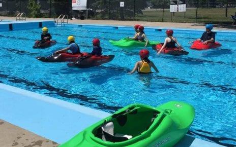 Séance d'initiation au kayak de rivière par Eau-Vive LaSalle à la piscine Ouellette