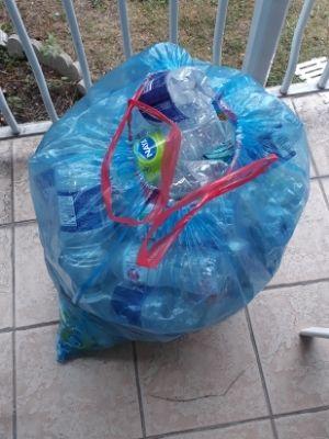 Bouteilles de plastique ramassées à l'issue d'une opération de nettoyage