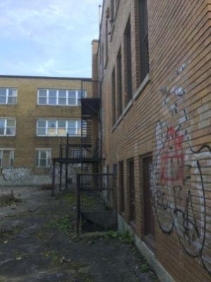 Graffitis sur l'ex-école Allion dans le Bronx à LaSalle (9 octobre 2021)