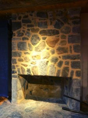 L'un des deux foyers restaurés à la Maison Nivard-De Saint-Dizier